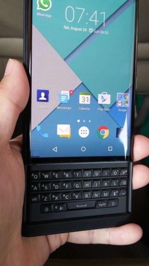 BlackBerry-Vince-Proto-05-300x533