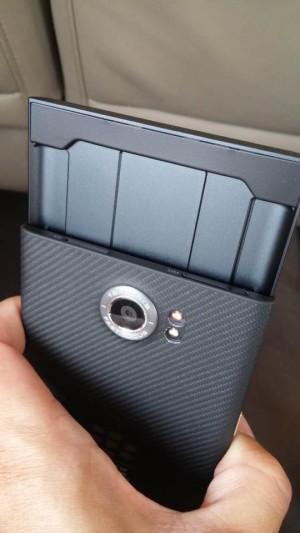 BlackBerry-Vince-Proto-07-300x533 (1)