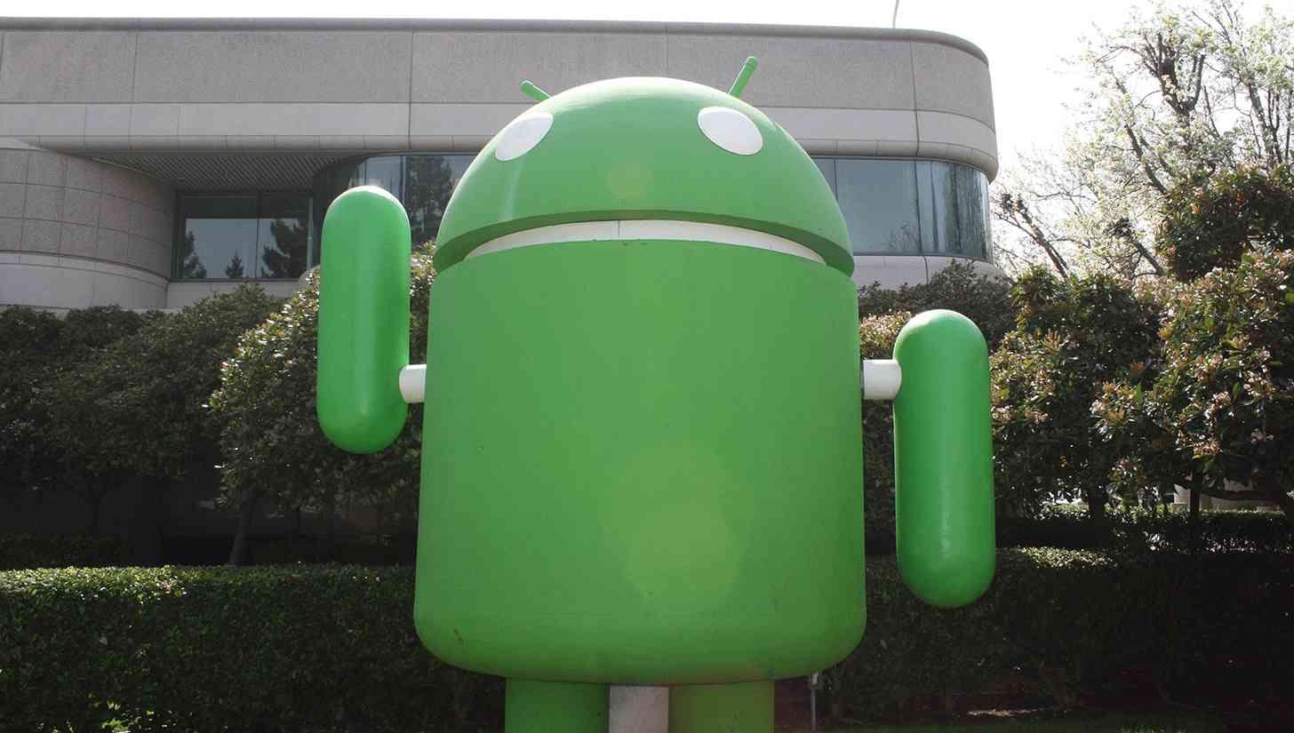 androidlawnstatue