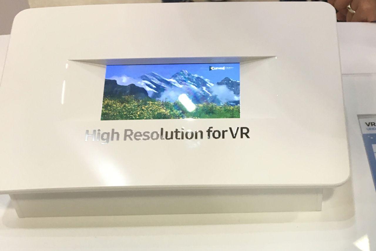 Samsung-4K-UHD-VR-display.0.0